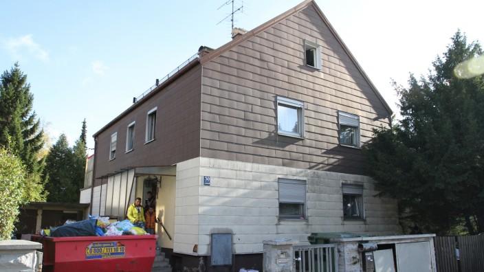 Elendsquartier in Kirchtrudering: Noch immer müssen 35 Menschen im ungeheizten Elendshaus in Kirchtrudering ausharren.
