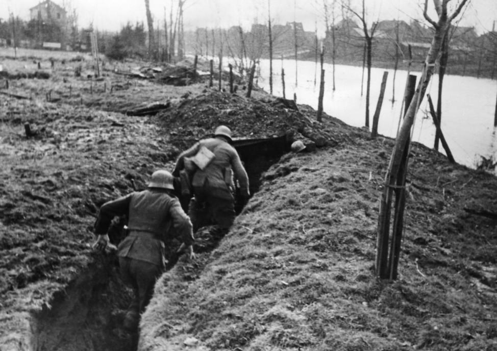 Deutsche Soldaten während der Schlacht um Aachen, 1944