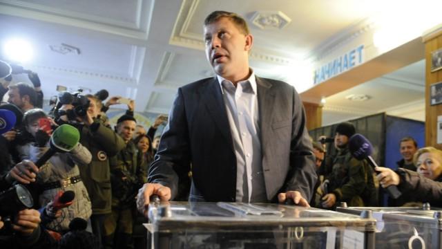 """Ostukraine: Er stand schon vor der Wahl als erster """"Präsident der Volksrepublik Donezk"""" fest: Rebellenführer Alexander Sachartschenko."""
