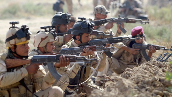 Iraqi Army personnel take part during an intensive security deployment against Islamic State militants in Jurf al-Sakhar