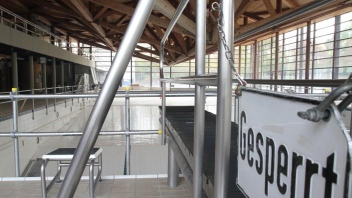 Bogenhausen: Geduld ist gefragt: Das Cosimabad wird, wenn alles gut geht, erst in zwei Jahren wieder geöffnet. Rund 12,5 Millionen Euro kostet die Sanierung.