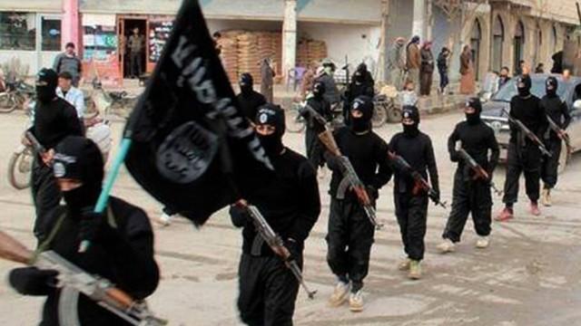 Konkurrenz zwischen IS und al-Qaida: In ihrem eigenen Kalifat - wie hier im syrischen Raqqa - können sich die Kämpfer des Islamischen Staats bewegen. Das kann ihnen al-Qaida nicht bieten.