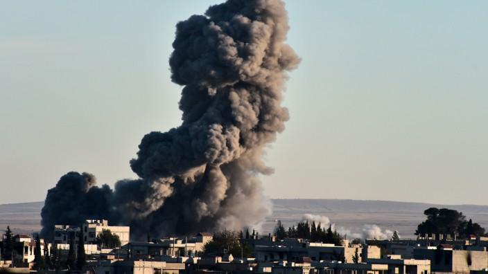 Kampf gegen Terrormiliz: Die von den USA angeführte Koaltion gegen IS fliegt Angriffe auf Stellungen der Terrormiliz in Kobane.