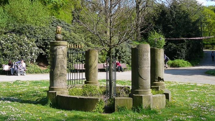 Freiheitseiche Denkmal der Eichengesellschaft Drei-Kaiser-EicheDrei-Kaiser-Denkmal