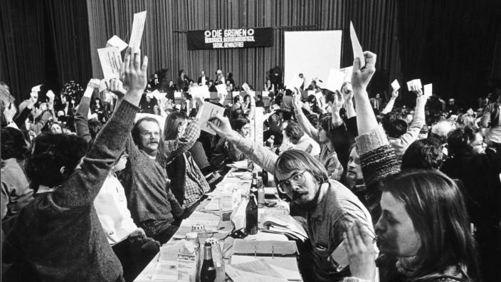 Bericht zur Pädophilie-Debatte der Grünen: Abstimmung auf dem Gründungsparteitag der Grünen in Karlsruhe am 12. Januar 1980.