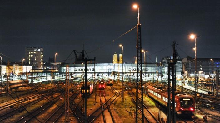 Münchner Hauptbahnhof bei Nacht, 2010