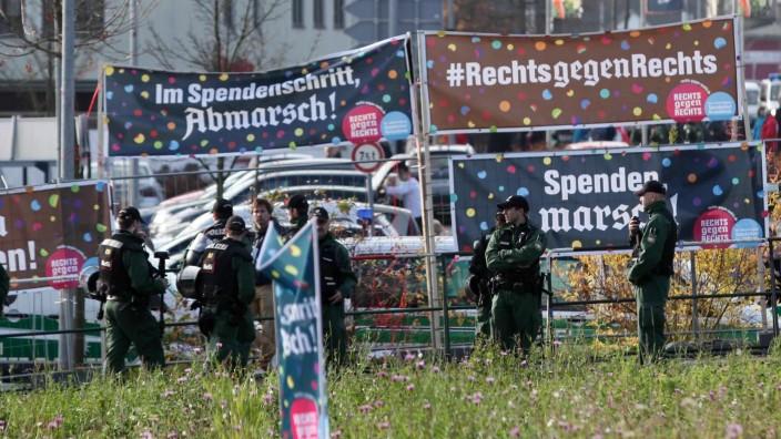 Aktion im bayerischen Wunsiedel: Kreative Plakate gegen den Neonazi-Aufmarsch in Wunsiedel.