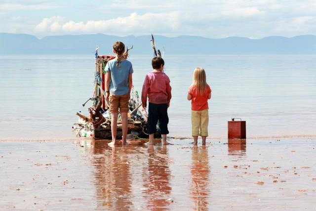 Naiv, aber glücklich: Die drei Geschwister haben Spaß in Schottland.