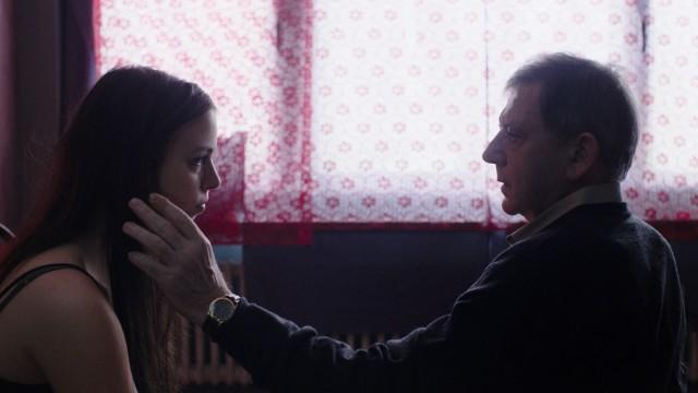 Die junge Prostituierte Mia trifft auf den geschiedenen Rolf.