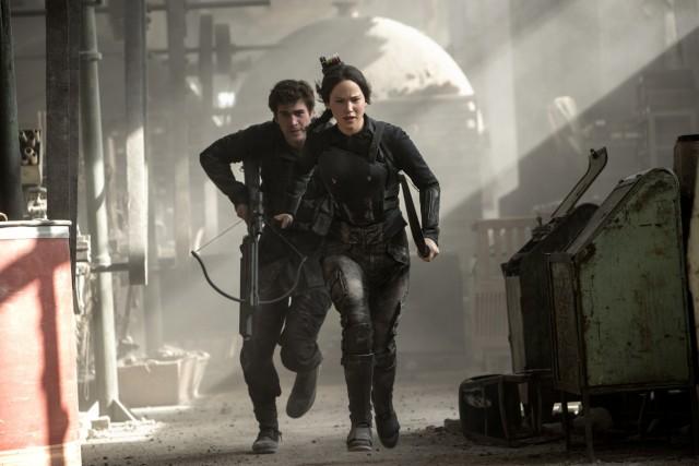 Für Katniss Everdeen 8jennifer Lawrence) und Gale Hawthorne (Liam Hemsworth) beginnt der Krieg.