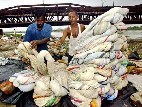 Yamuna Indien Ganges verschmutzt giftig Fluss Asien New Delhi