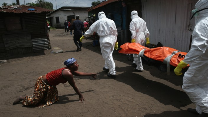 BESTPIX Liberia Races To Expand Ebola Treatment Facilities, As U.S. Troops Arrive