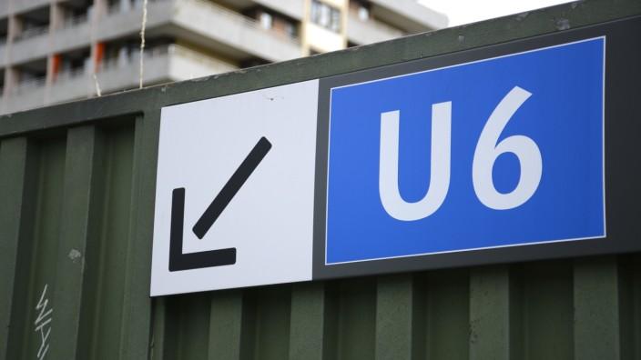 U6-Schild am U-Bahnhof Kieferngarten in München