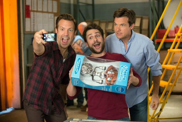 """Die drei Freunde haben ein neues Produkt entwickelt, den """"Shower Buddy""""."""