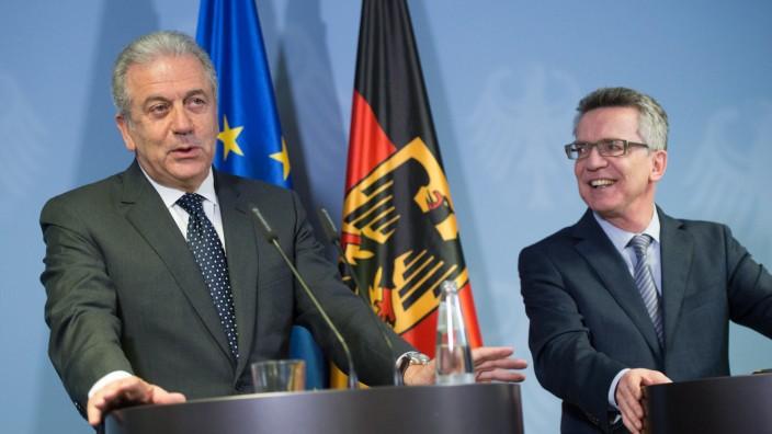 EU-Kommissar Avramopoulos bei de Maizière