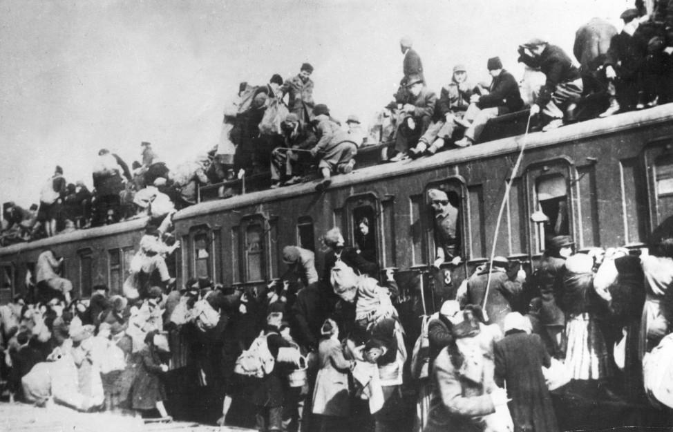 Zug im Bahnhof von Budapest, 1944