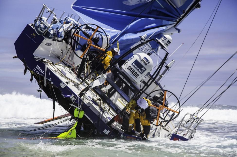 *** BESTPIX *** Team Vestas Wind Hits Reef Off Mauritius - Volvo Ocean Race 2014-2015