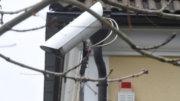 Überwachungskamera an Wohnhaus