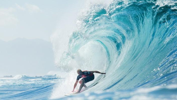 Surfen: Vom Surfen abraten wollen die Forscher trotz der Keimbelastung des Wassers nicht.