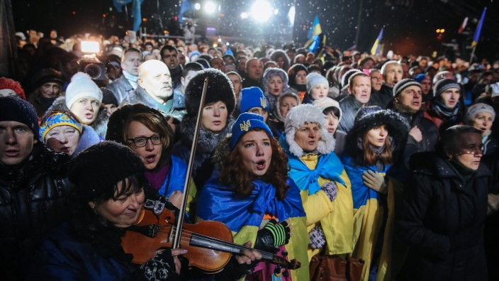Ukrainians mark the first anniversary of the start of the Pro-Eur
