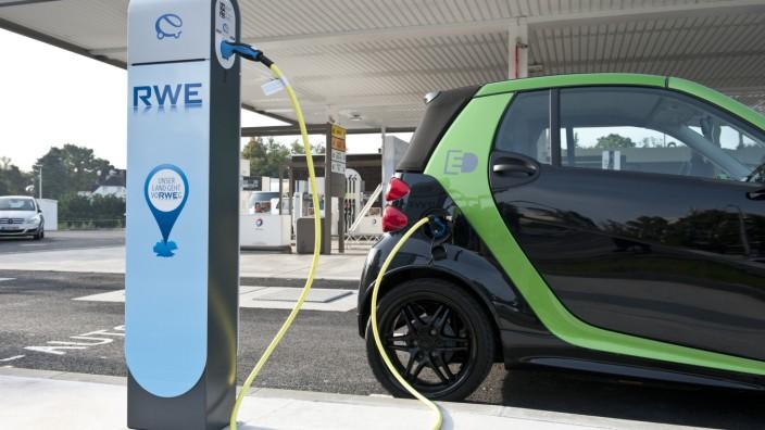 Elektroauto Smart Fortwo Electric beim Aufladen
