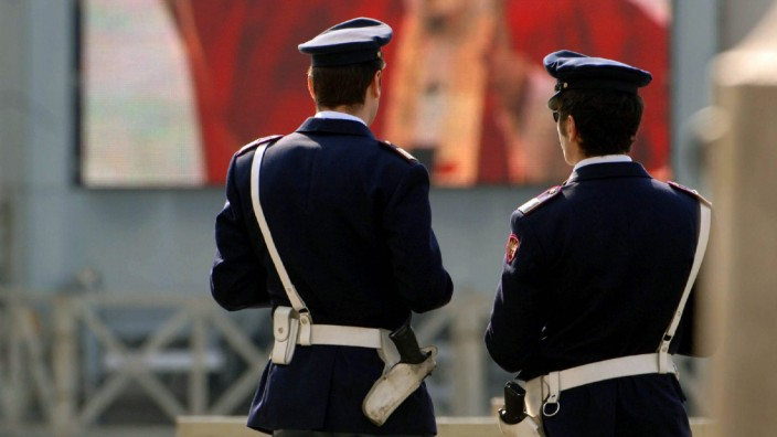 Polizisten vor dem Petersdom