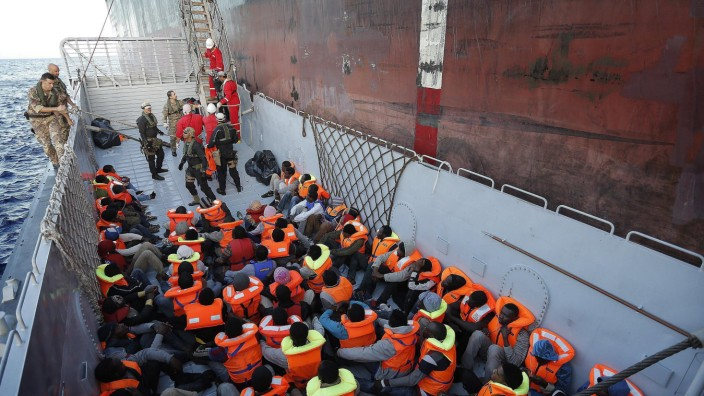 More than 800 migrants rescued in Sicilian Channel