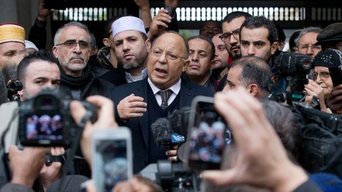 Freitagsgebet in Paris: Der Direktor der Großen Moschee, Dalil Boubakeur, erklärte, man habe voll und ganz Teil an der Trauer, die das ganze Land erfasst habe.