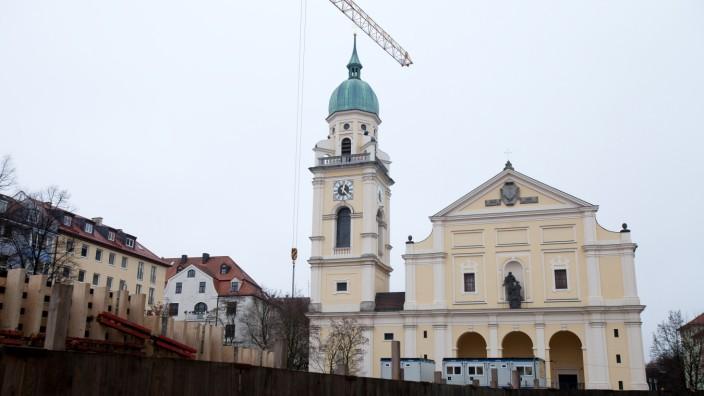 Josephsplatz in der Maxvorstadt: aktueller Zustand der Baugrube Anwohnertiefgarage