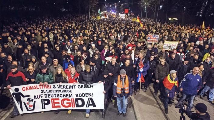 Demonstrationsverbot in Dresden: Pegida-Demo in der vergangenen Woche. An diesem Montag dürfen die Islamgegner in Dresden nicht demonstrieren.