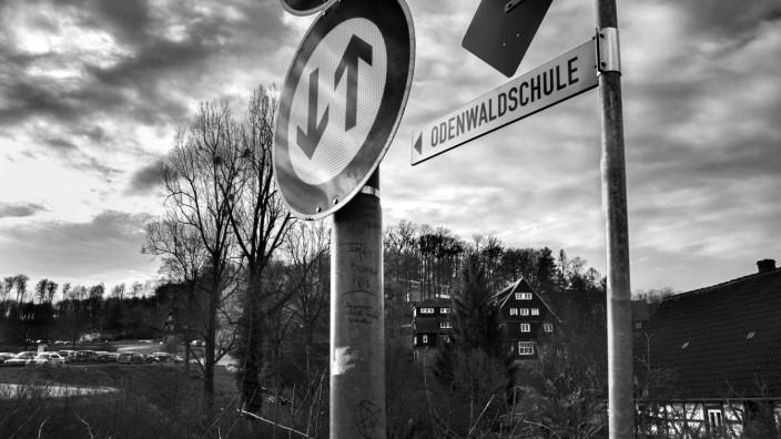 Missbrauchsskandal: Beschauliche Szene im hessischen Heppenheim, im Hintergrund die Internatshäuser der Odenwaldschule - an der Reformschule hatten Lehrer systematisch Schüler sexuell missbraucht.