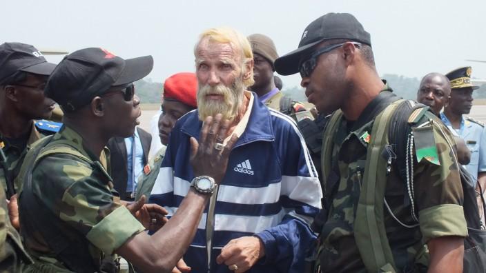 Deutsche Geisel nach der Ankunft in Kamerun