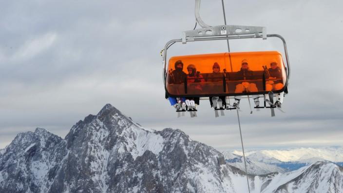 Skifahrer auf der Zugspitze