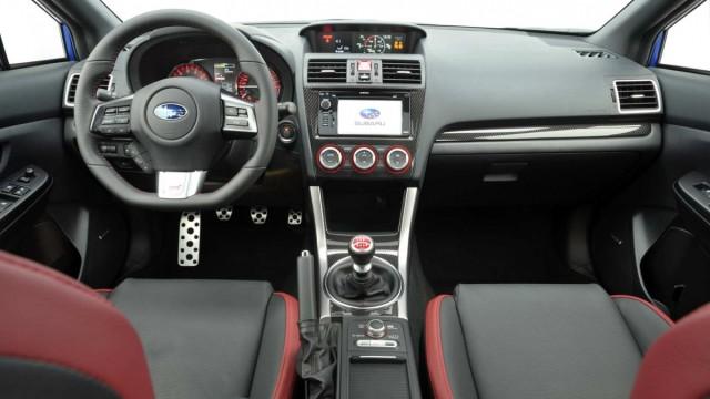 Der Innenraum des Subaru WRX STI.