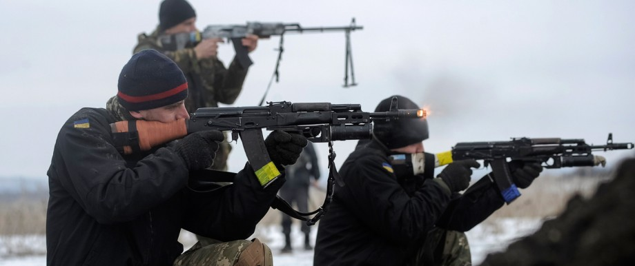 Ukrainian servicemen train with weapons at their position near Lysychansk, in Luhansk region