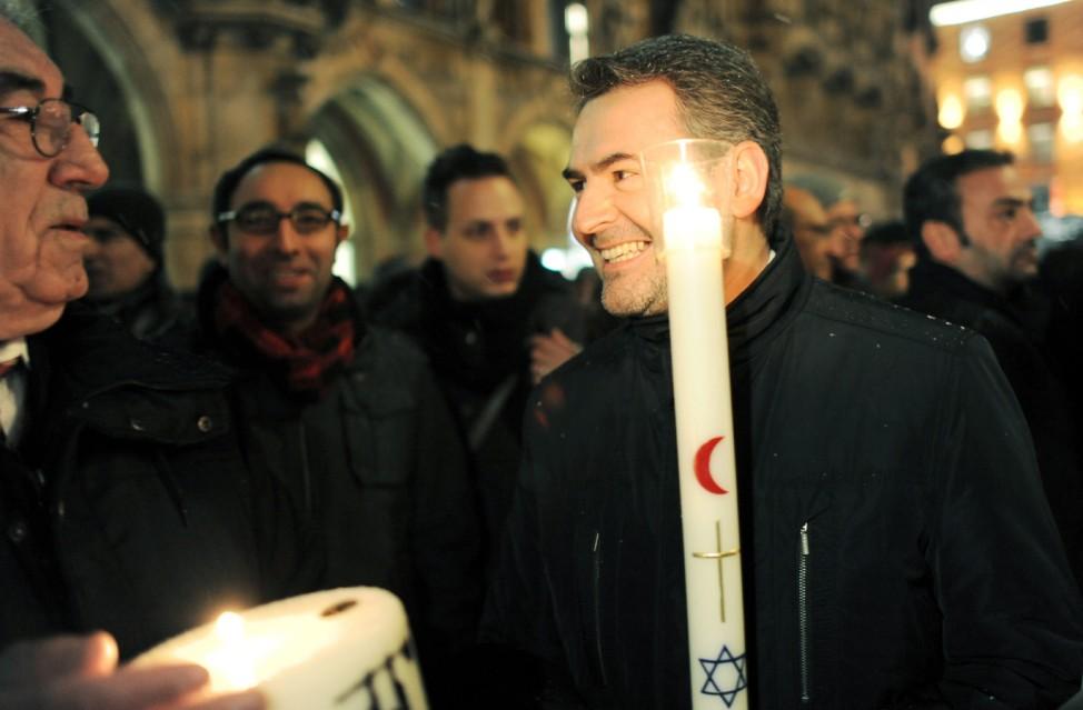 Friedens-Lichterkette der Religionen