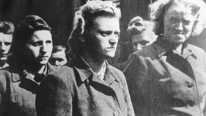 Bergen Belsen Prozeß, 1945