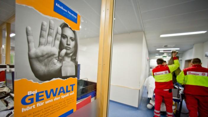 Plakat gegen Gewalt im Krankenhaus