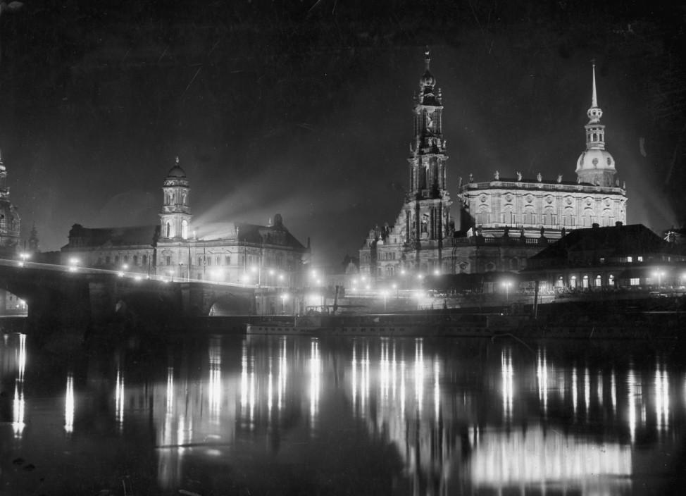 Dresden bei Nacht, 1934