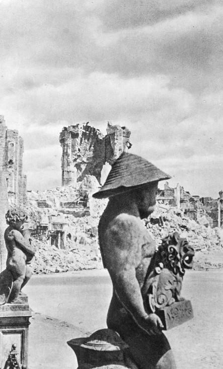 Zerbombtes Dresden, 1945