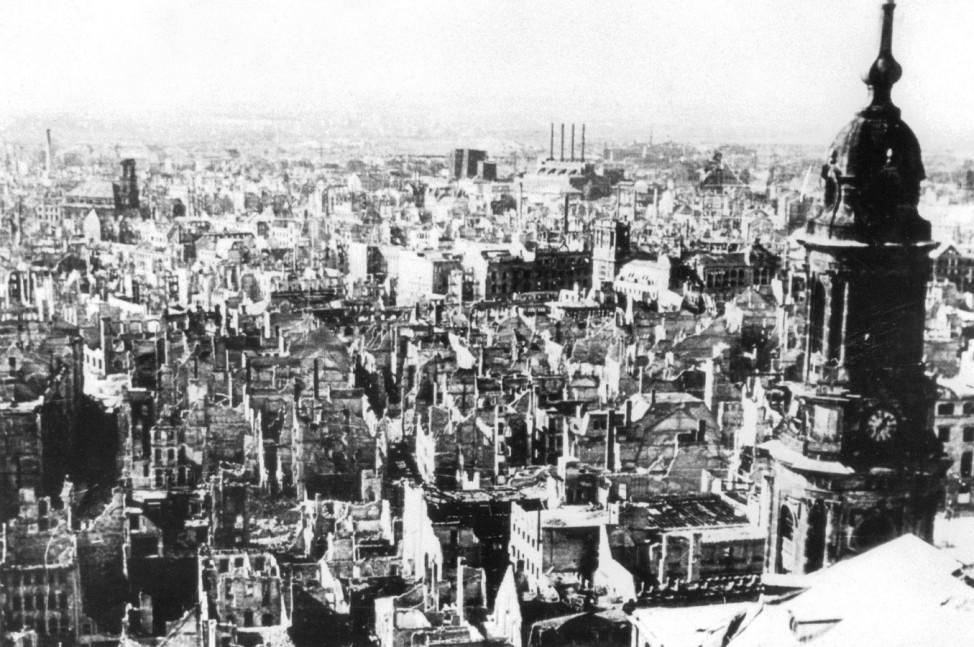 Zerbombte Innenstadt von Dresden nach Kriegsende, 1945