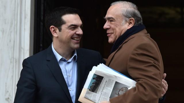 Sondertreffen in Brüssel: Athens Premier Alexis Tsipras (links) begrüßt am Mittwoch den Generalsekretär der OECD, José Ángel Gurria.