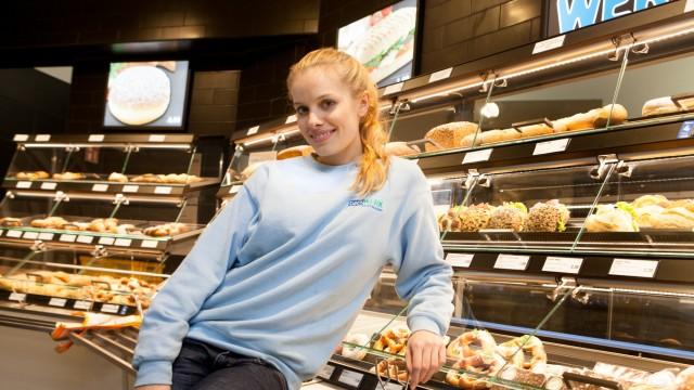 Jana Beller, die 2011 Germanys next Topmodel gewonnen hat und jetzt einen Backshop betreibt (München Hbf Starnberger Flügel)