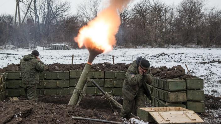 Krieg in der Ukraine: Die Kämpfe gehen weiter - trotz der in Minsk geschlossenen Vereinbarung. Auch in der Separatisten-Stellung bei Debalzewe.