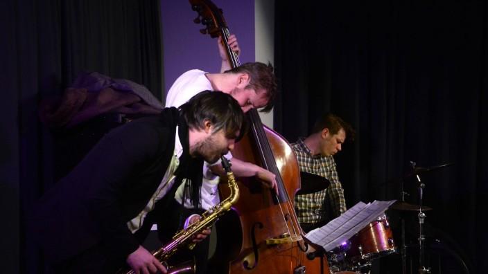 Konzertkritik: Wanja Slavin, Petter Eldh und Christian Lillinger (von links) beim Jazz e.V. in der Dachauer Kulturschranne.