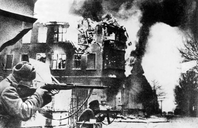Sowjetische Truppen bei Kampfhandlungen in Königsberg, 1945; Bildergalerie Ostfront 1945