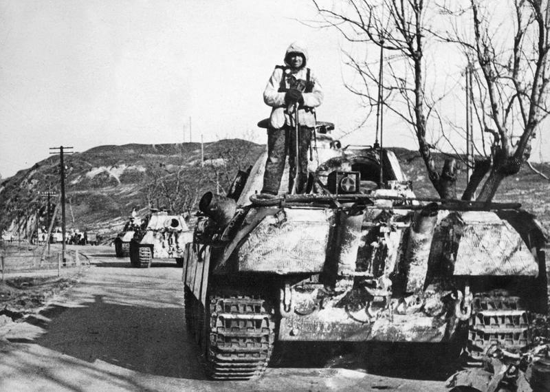 Deutsche Panther-Panzer in Ungarn, 1945; Bildergalerie Ostfront 1945