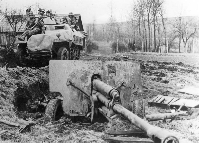 Deutscher Panzer an der Front in Schlesien, 1945; Bildergalerie Ostfront 1945