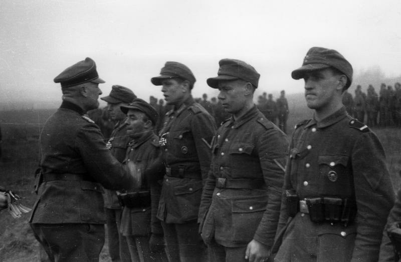 Verleihung von Eisernen Kreuzen im Memel-Brückenkopf, 1945; Bildergalerie Ostfront 1945