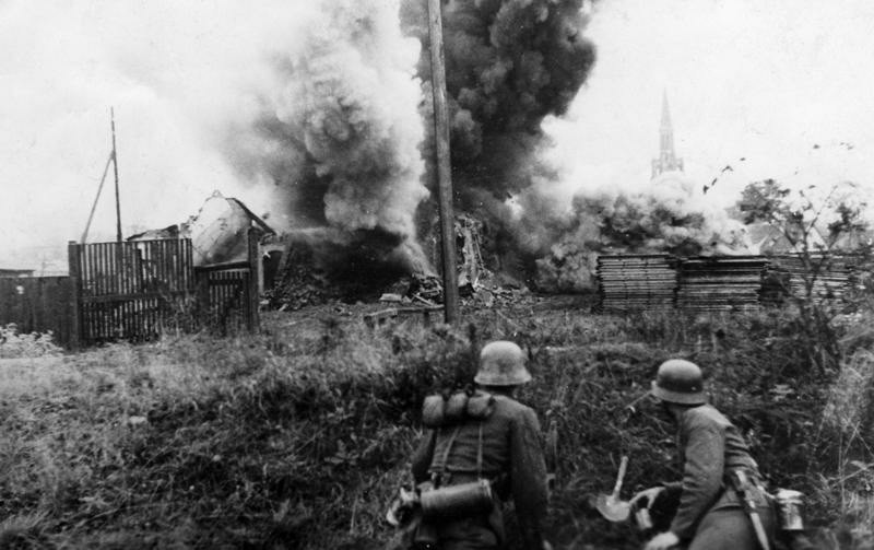 Sprengung von Gebäuden im Memel-Brückenkopf, 1944; Bildergalerie Ostfront 1945